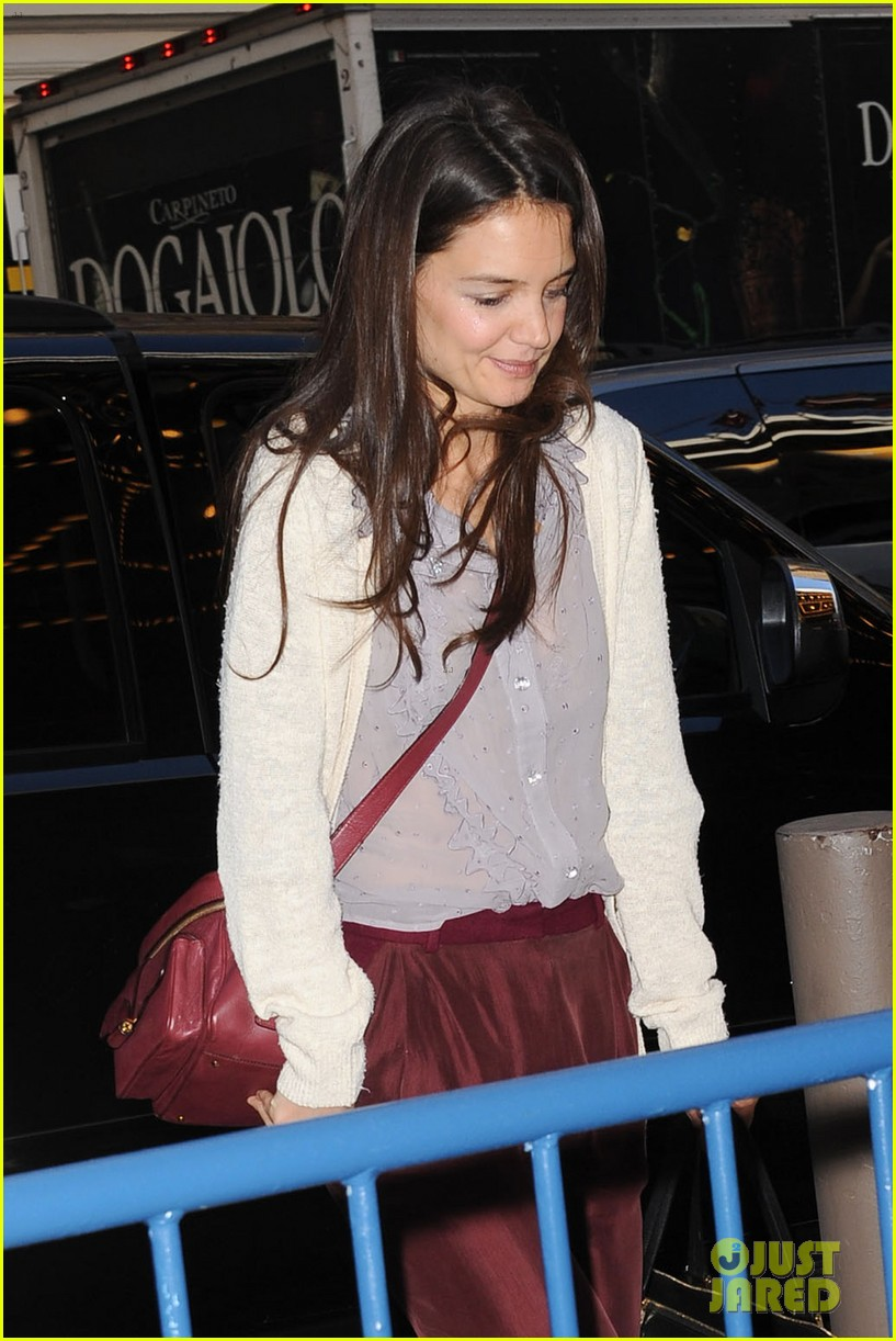 katie holmes greets fans 012769949