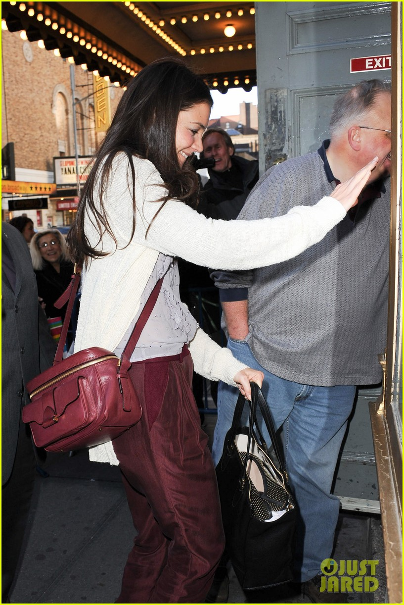 katie holmes greets fans 032769951