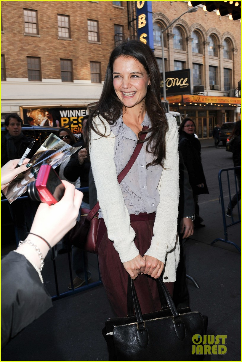 katie holmes greets fans 04