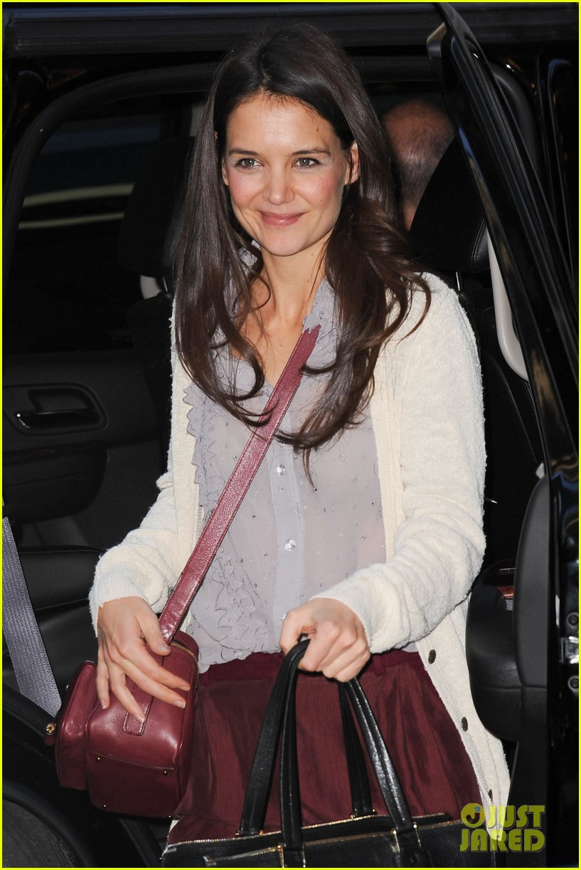 katie holmes greets fans 052769953