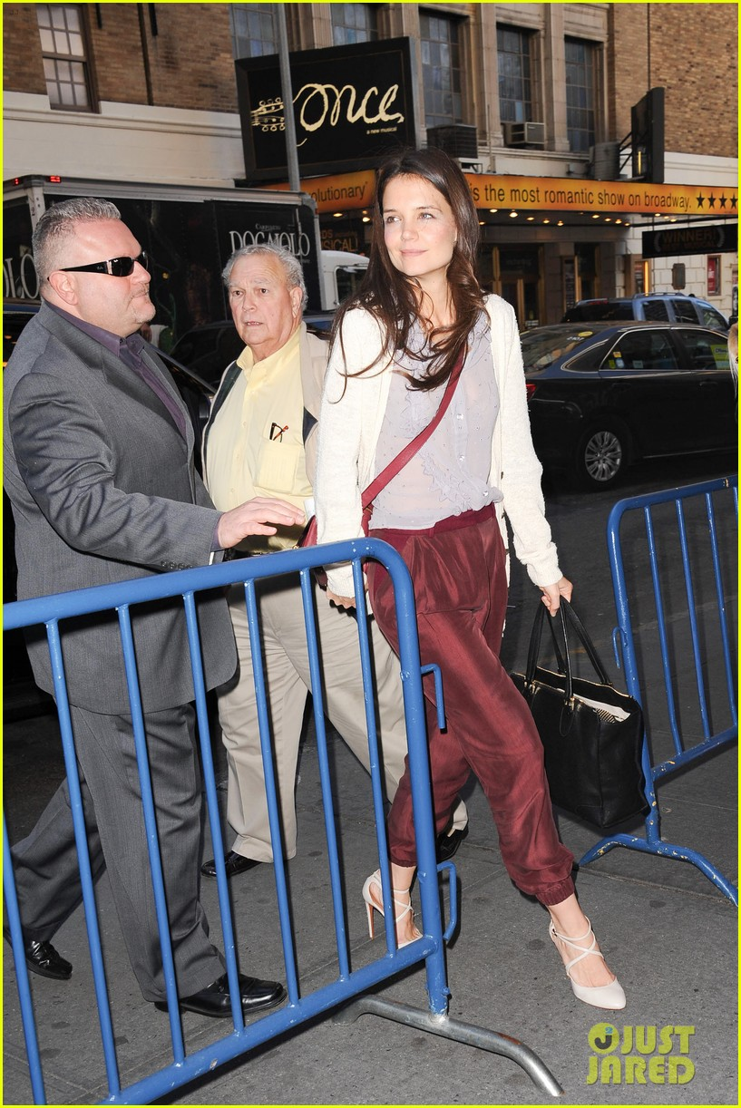 katie holmes greets fans 082769956