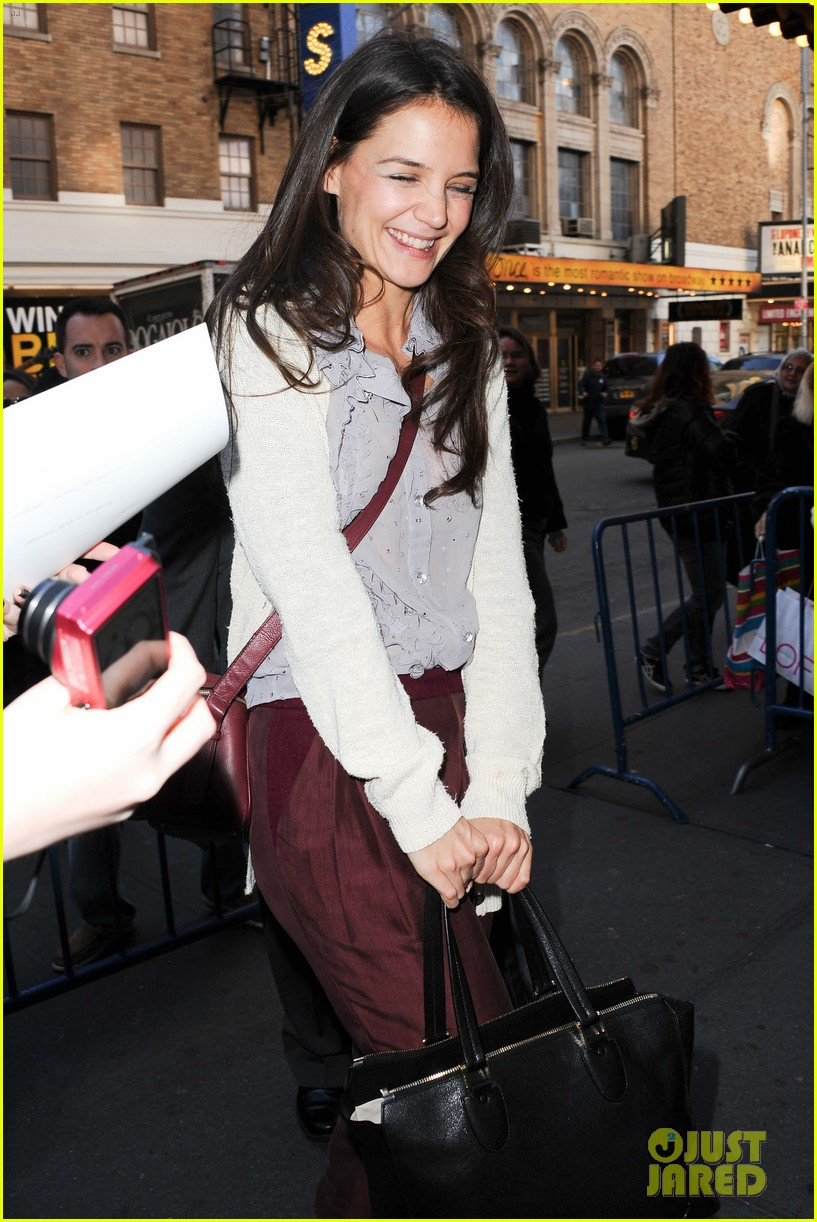 katie holmes greets fans 112769959