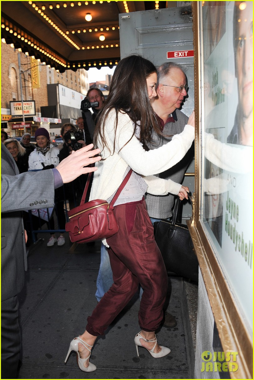 katie holmes greets fans 122769960