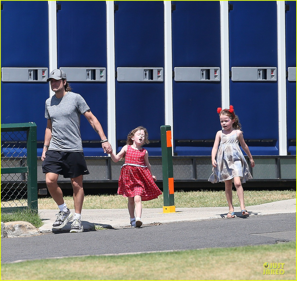 nicole kidman & keith urban australian park stroll with the girls 012780403