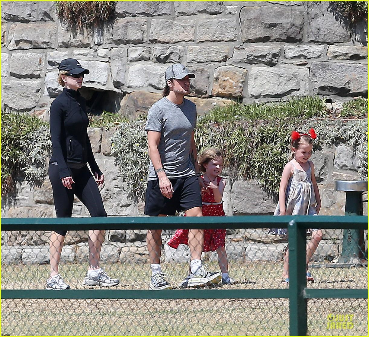 nicole kidman & keith urban australian park stroll with the girls 052780407