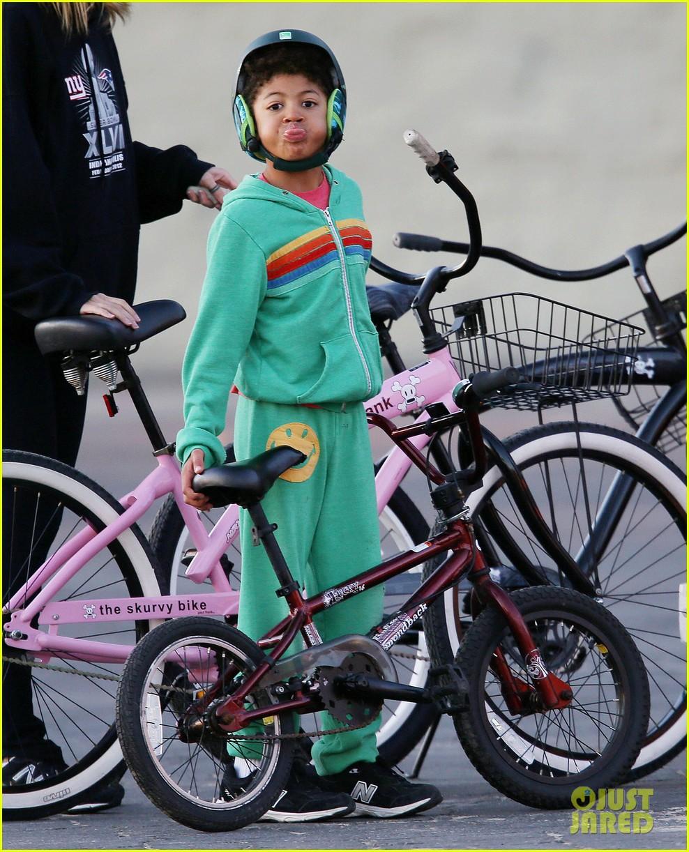 heidi klum martin kristen bike rides family 022781615