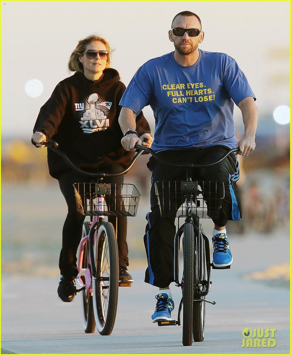 heidi klum martin kristen bike rides family 032781616