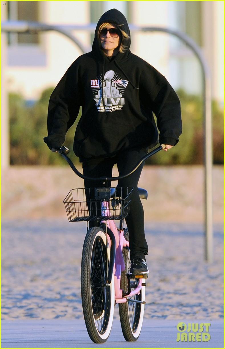 heidi klum martin kristen bike rides family 052781618
