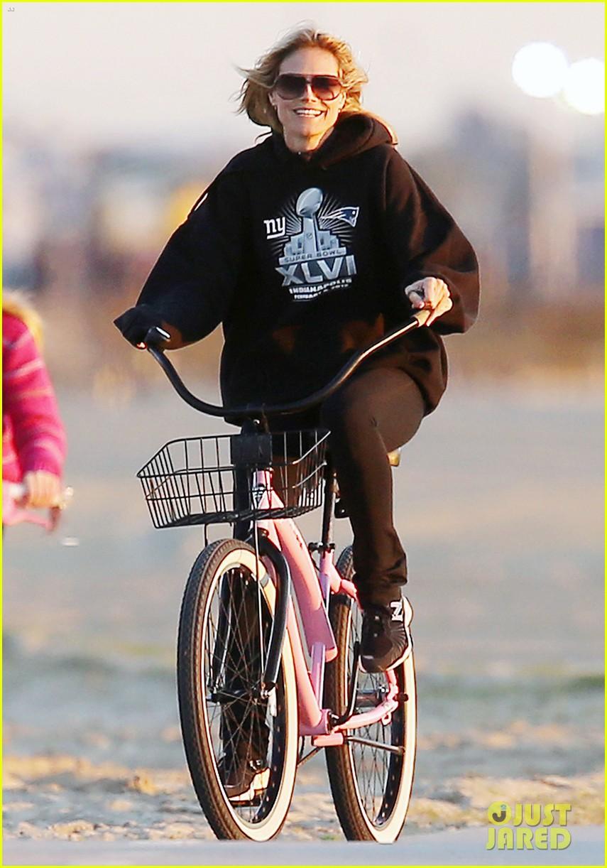 heidi klum martin kristen bike rides family 062781619