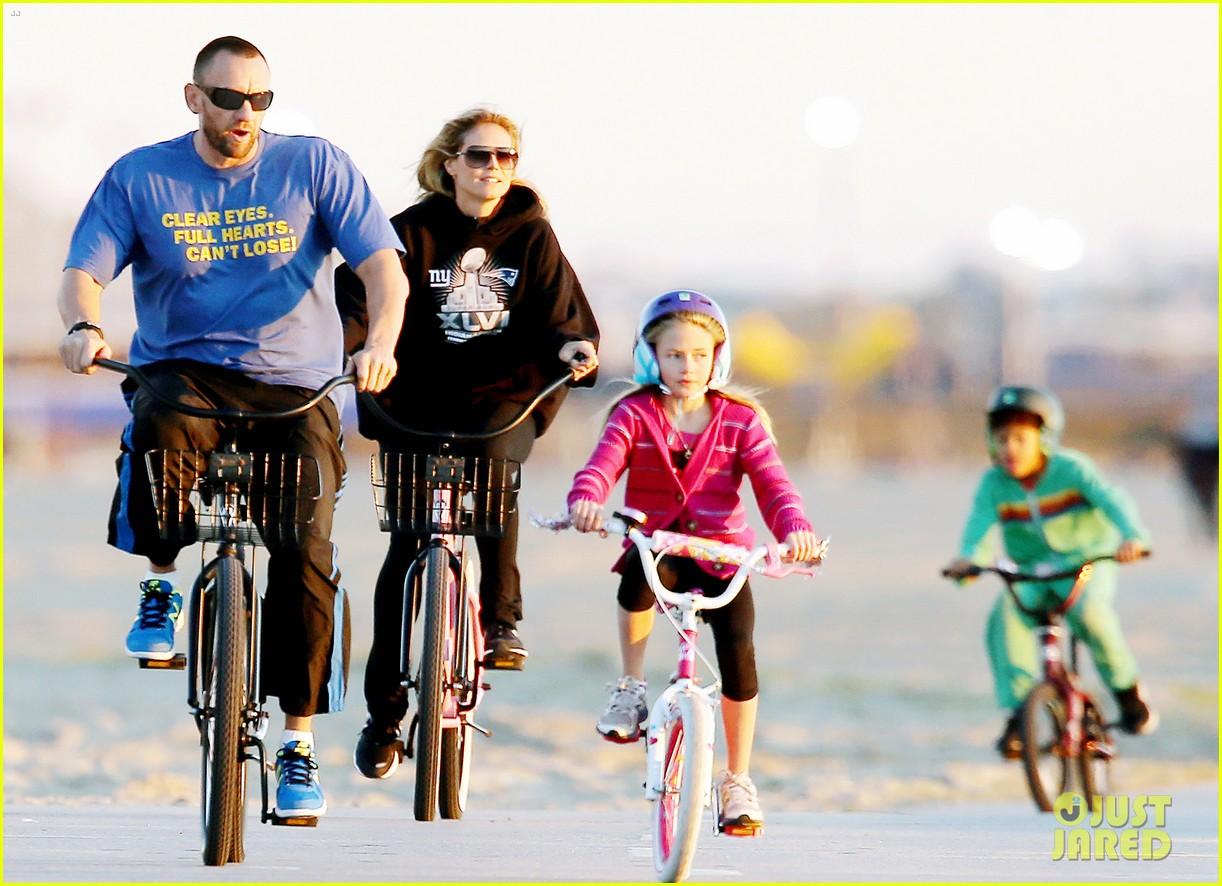 heidi klum martin kristen bike rides family 072781620