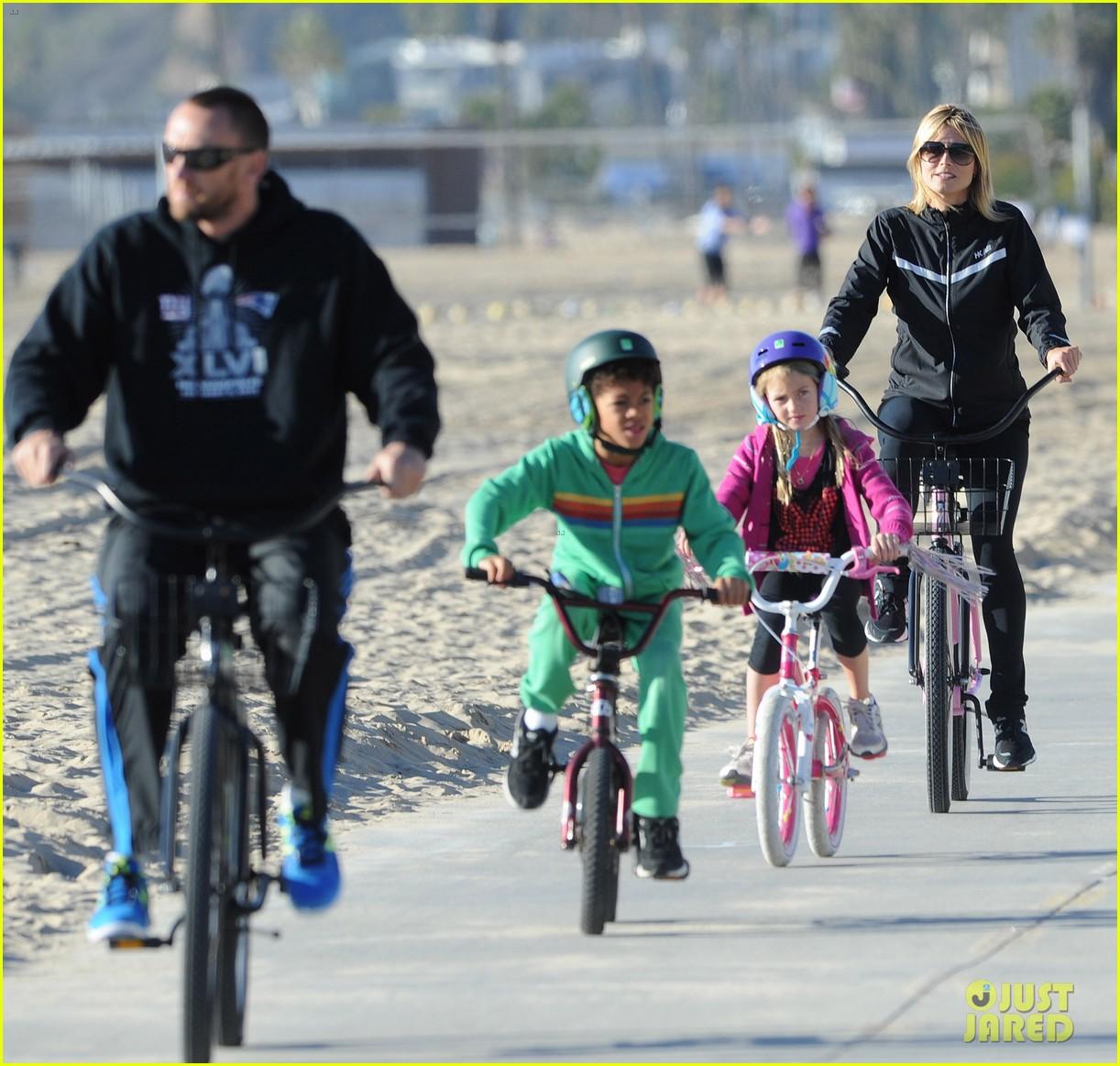 heidi klum martin kristen bike rides family 102781623