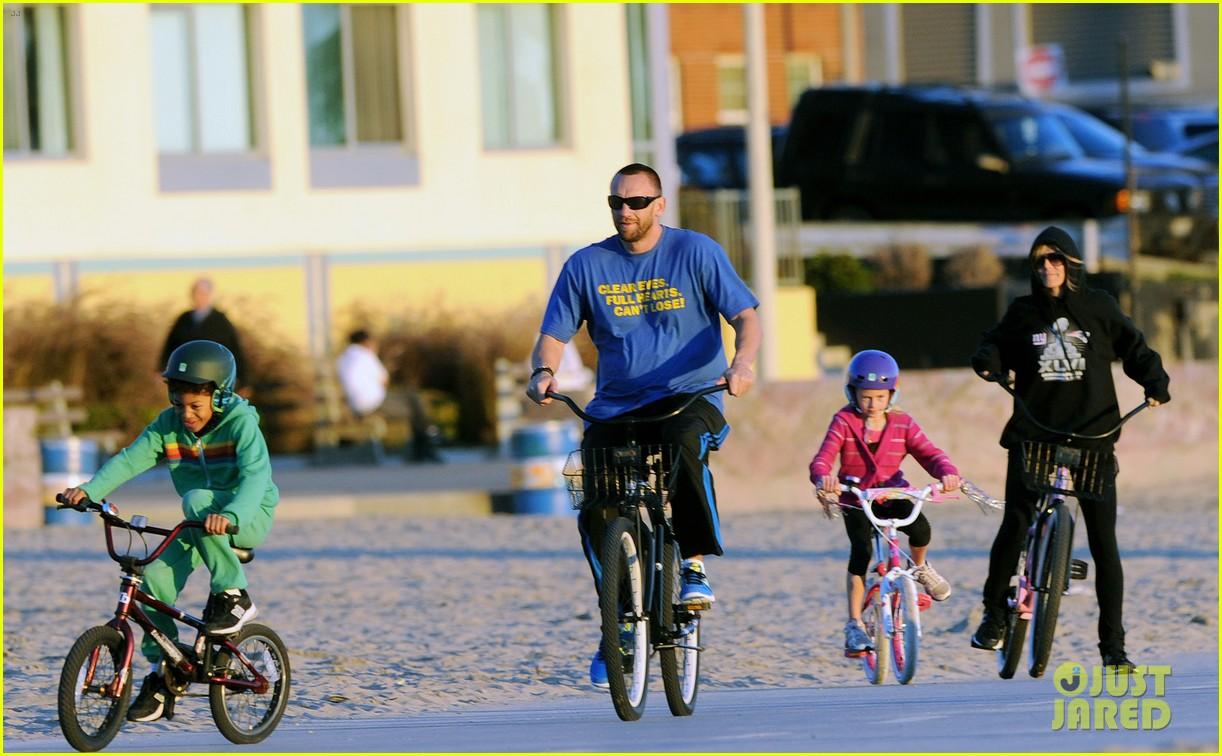 heidi klum martin kristen bike rides family 122781625