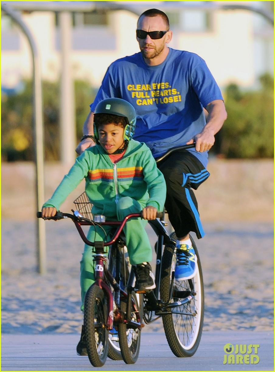 heidi klum martin kristen bike rides family 132781626