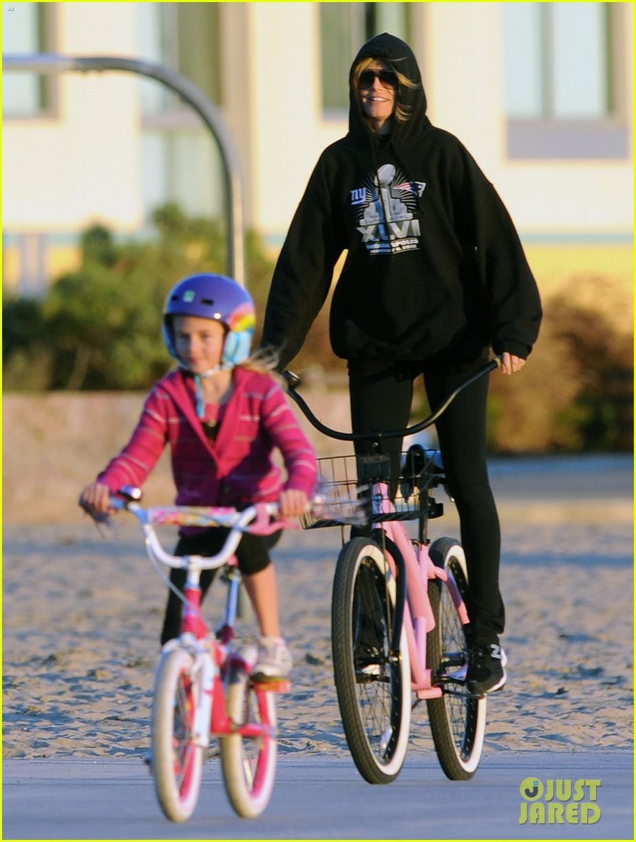 heidi klum martin kristen bike rides family 142781627