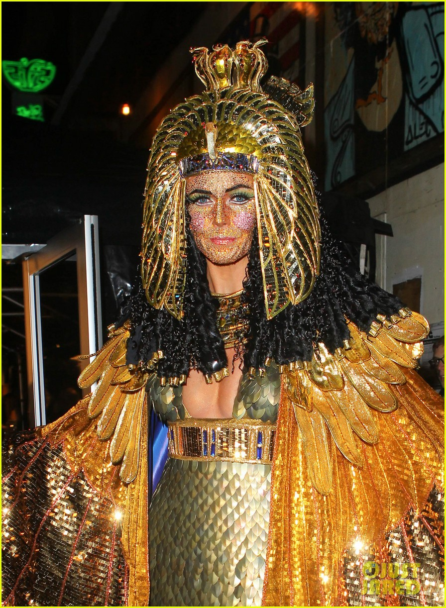 heidi klum cleopatra at holiday costume party 022767677