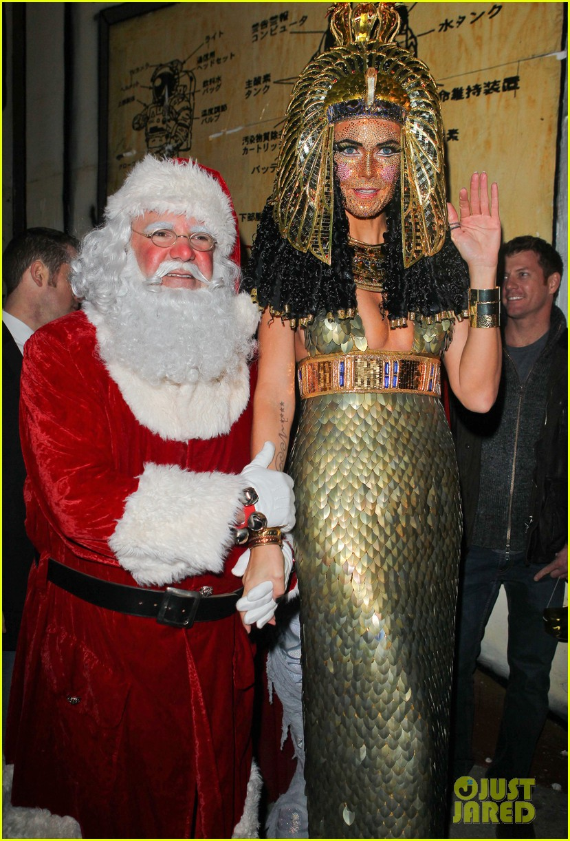 heidi klum cleopatra at holiday costume party 032767678
