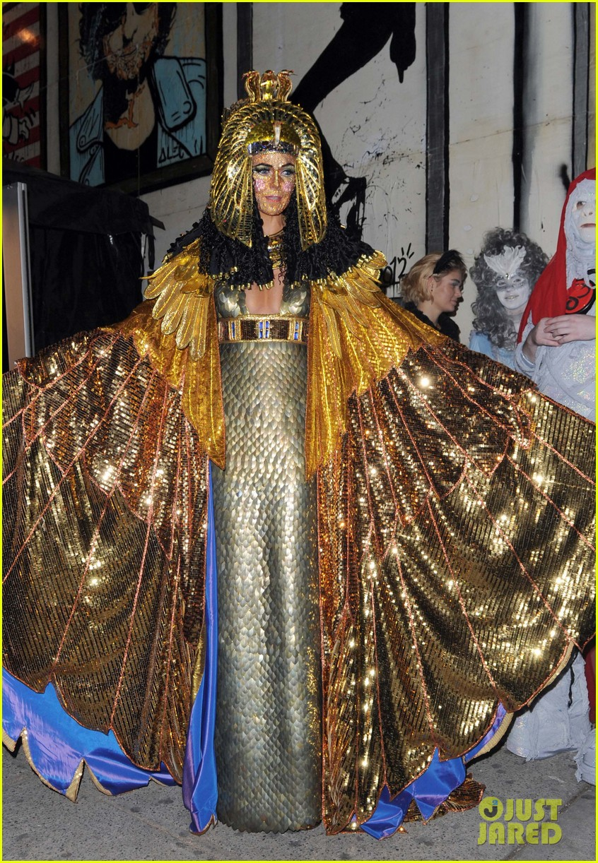 heidi klum cleopatra at holiday costume party 062767681