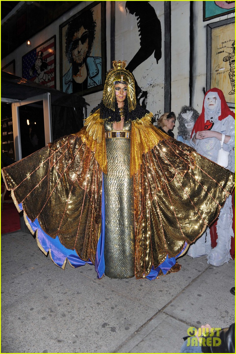 heidi klum cleopatra at holiday costume party 072767682