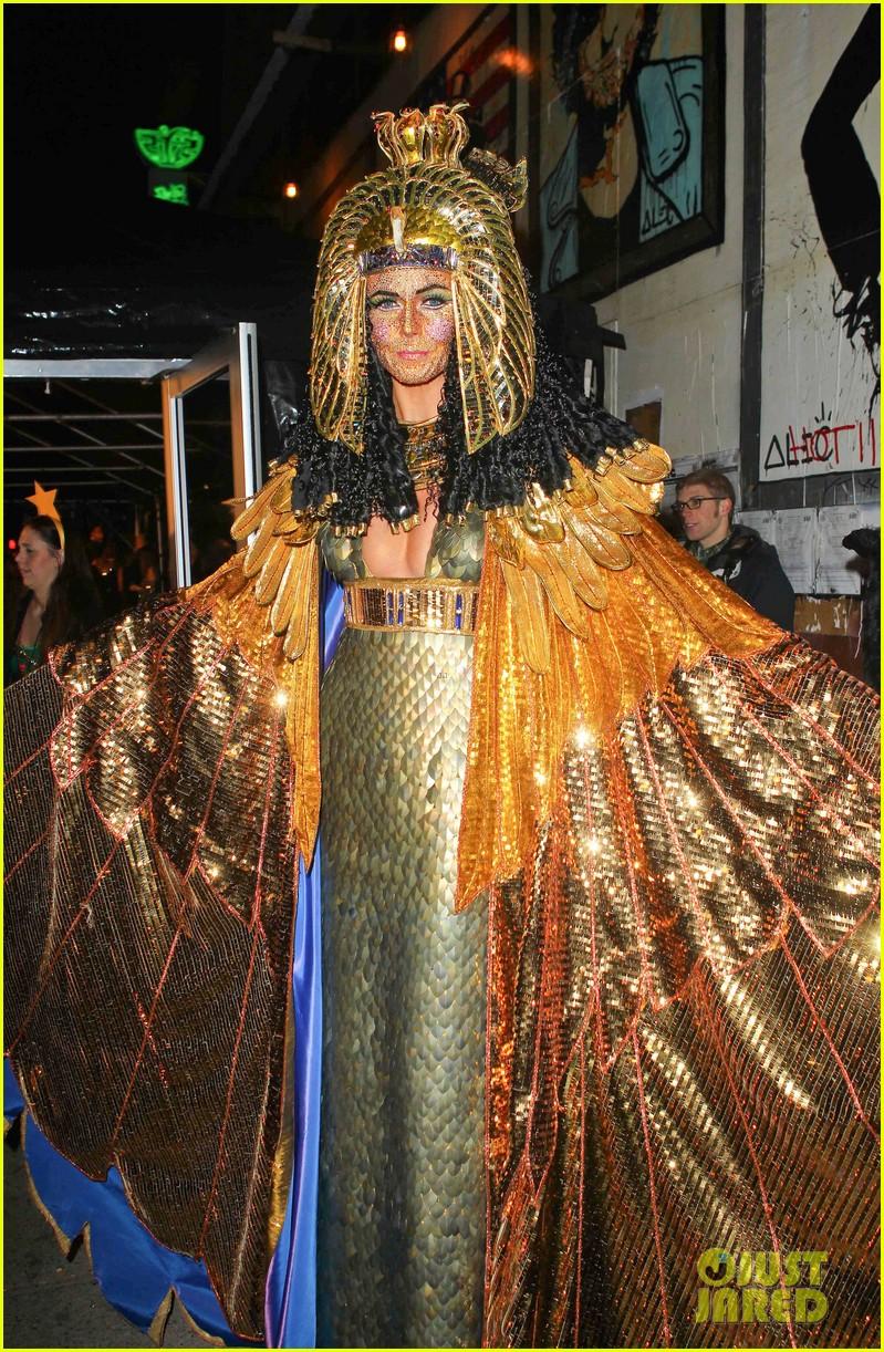 heidi klum cleopatra at holiday costume party 132767688