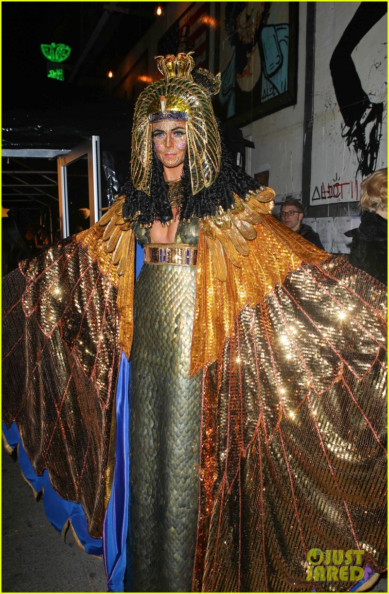 heidi klum cleopatra at holiday costume party 142767689