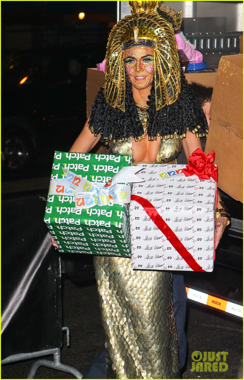 heidi klum cleopatra at holiday costume party 162767691