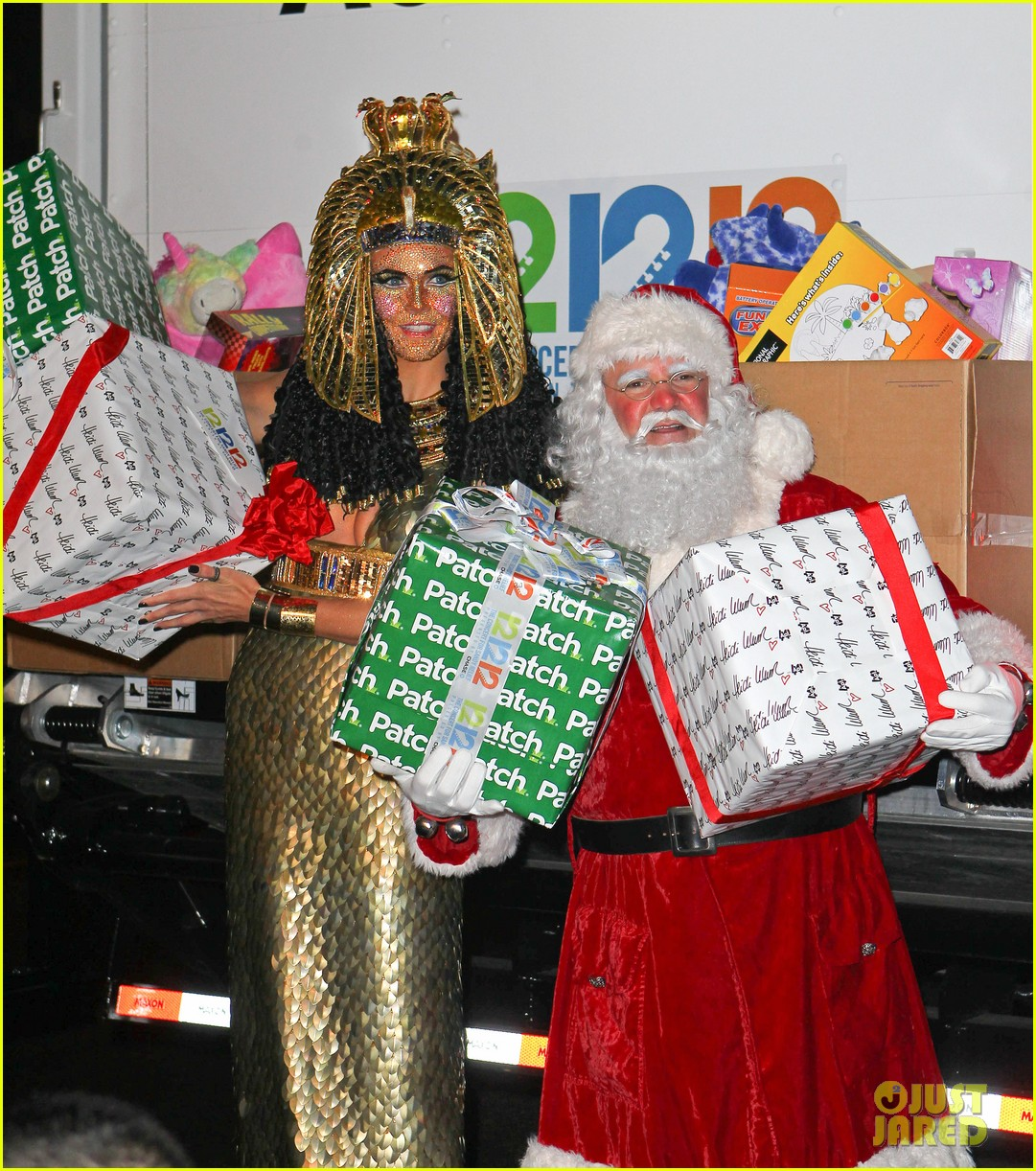 heidi klum cleopatra at holiday costume party 20