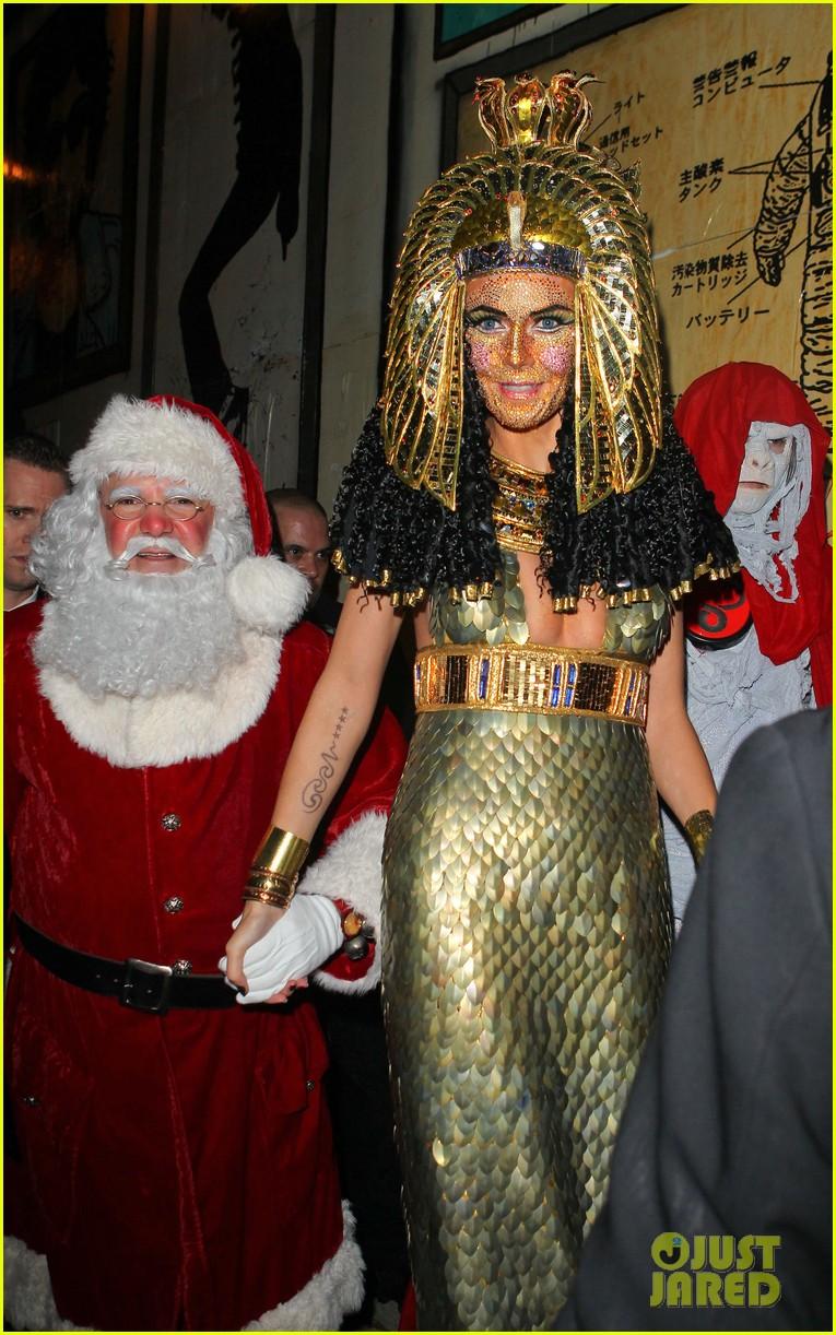 heidi klum cleopatra at holiday costume party 212767696