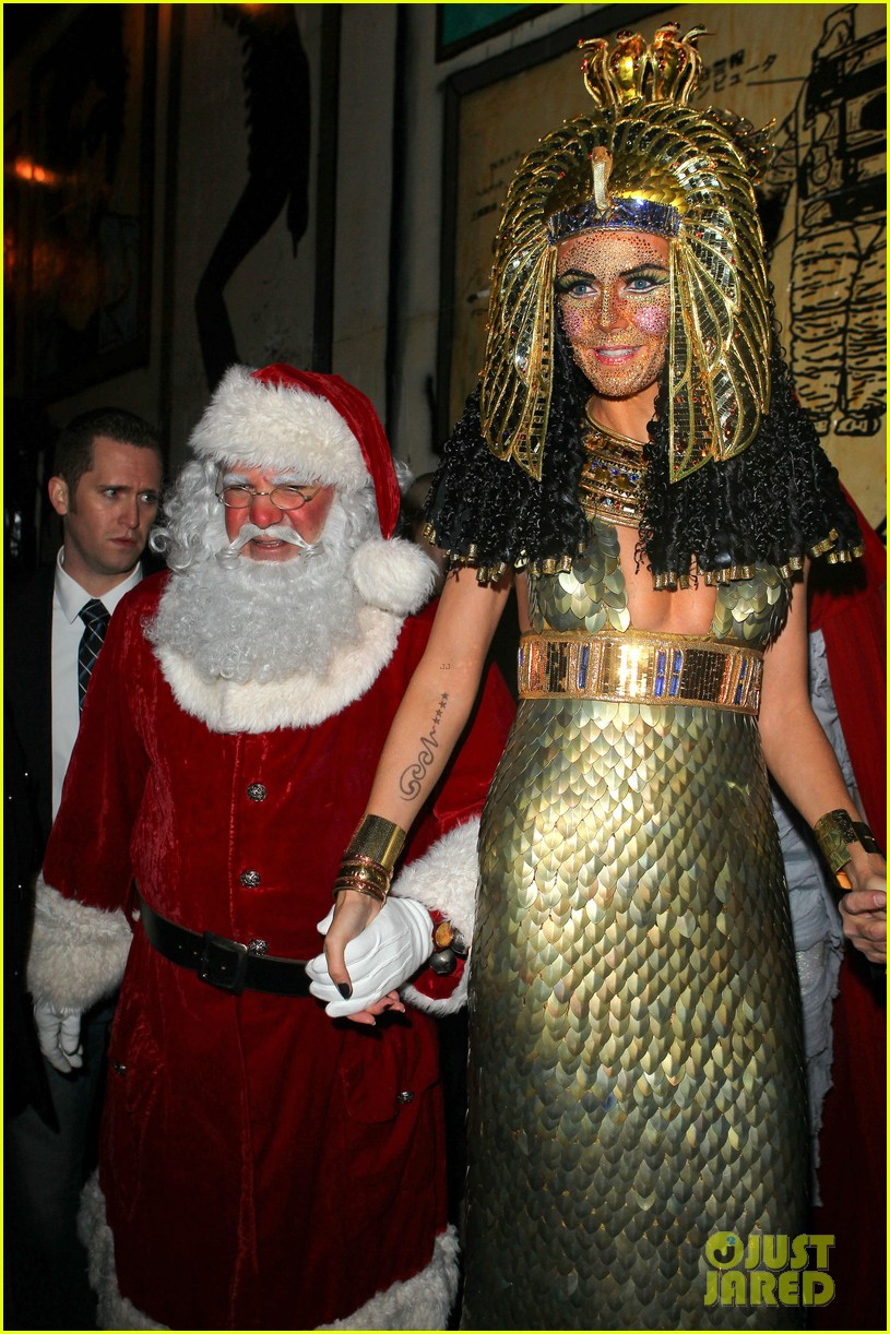 heidi klum cleopatra at holiday costume party 22