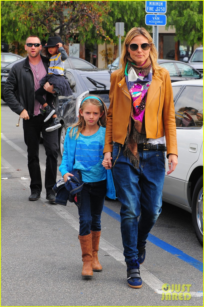 heidi klum martin kirsten grocery shopping with girls 012782547