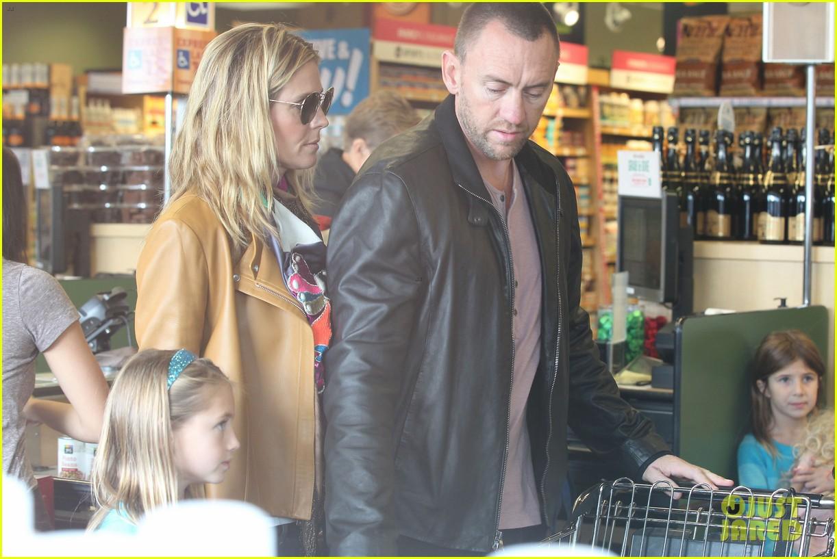 heidi klum martin kirsten grocery shopping with girls 092782555