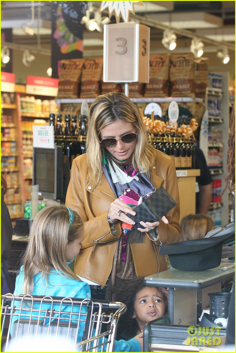 heidi klum martin kirsten grocery shopping with girls 132782559