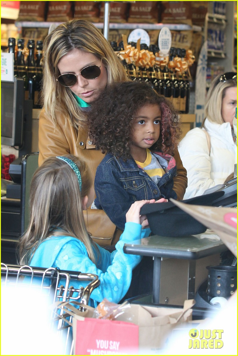 heidi klum martin kirsten grocery shopping with girls 15