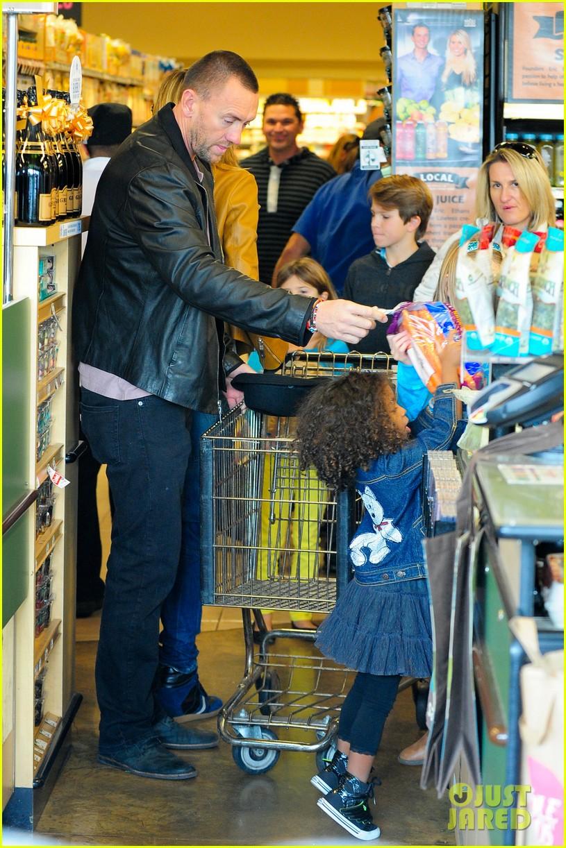 heidi klum martin kirsten grocery shopping with girls 312782577