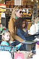 heidi klum martin kirsten grocery shopping with girls 16