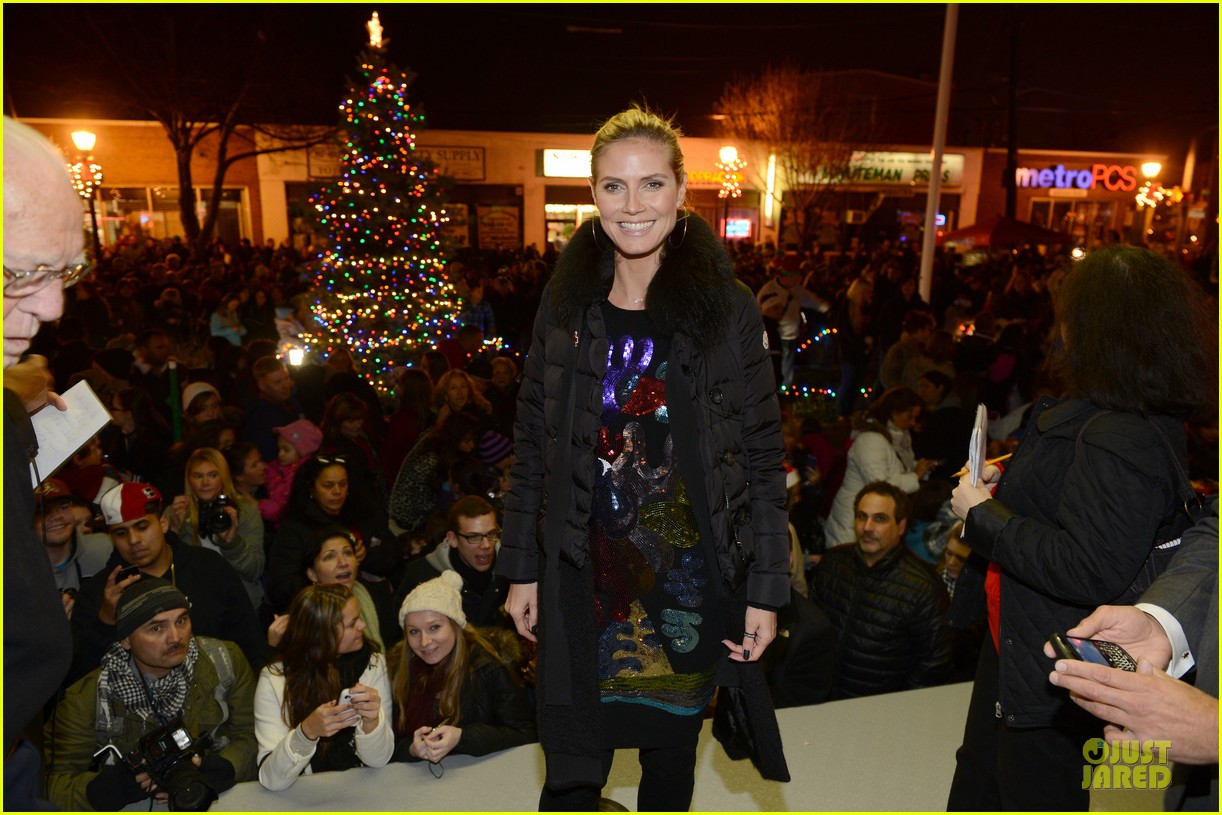 heidi klum christmas tree lighting ceremony in new york 162768361