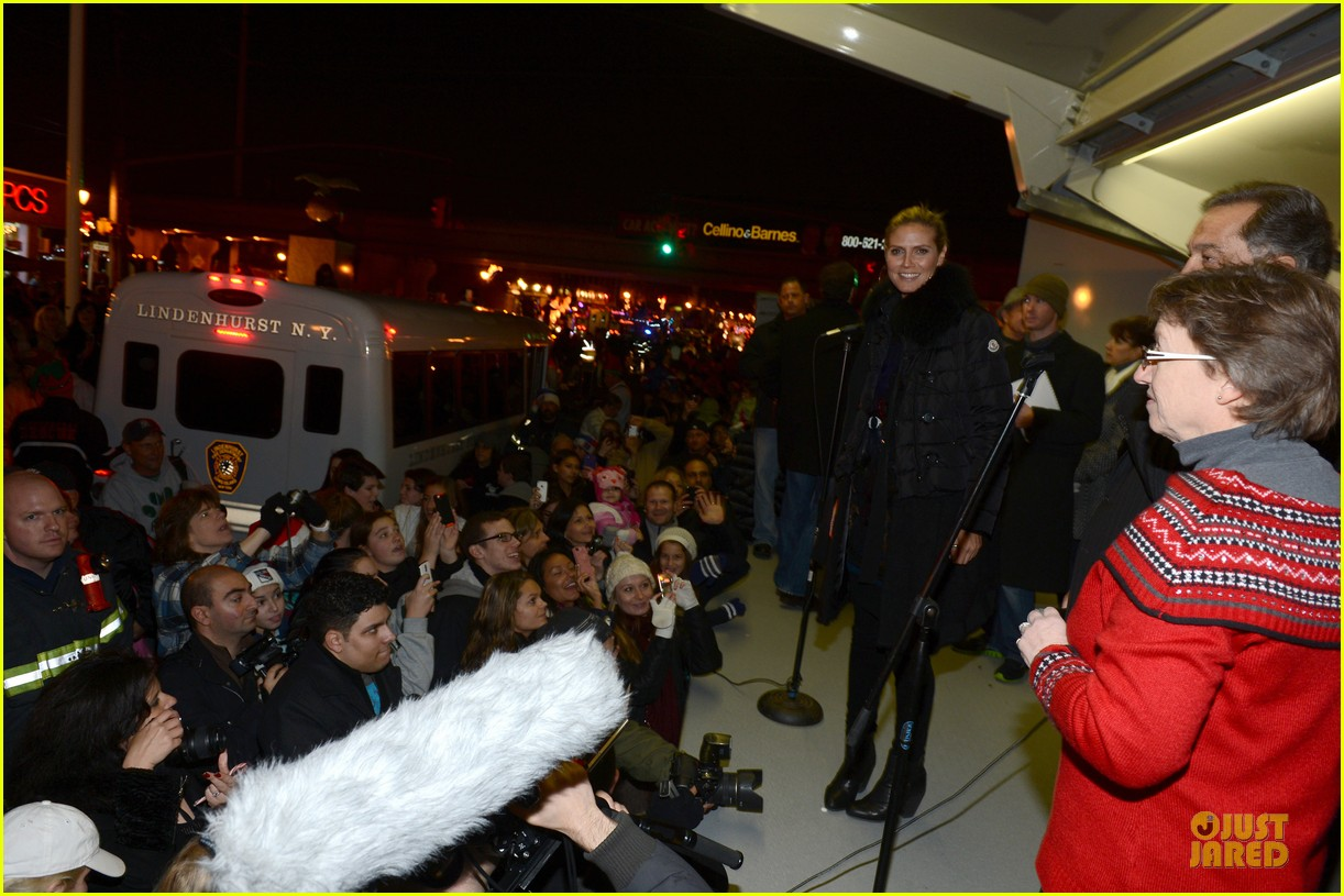 heidi klum christmas tree lighting ceremony in new york 232768368