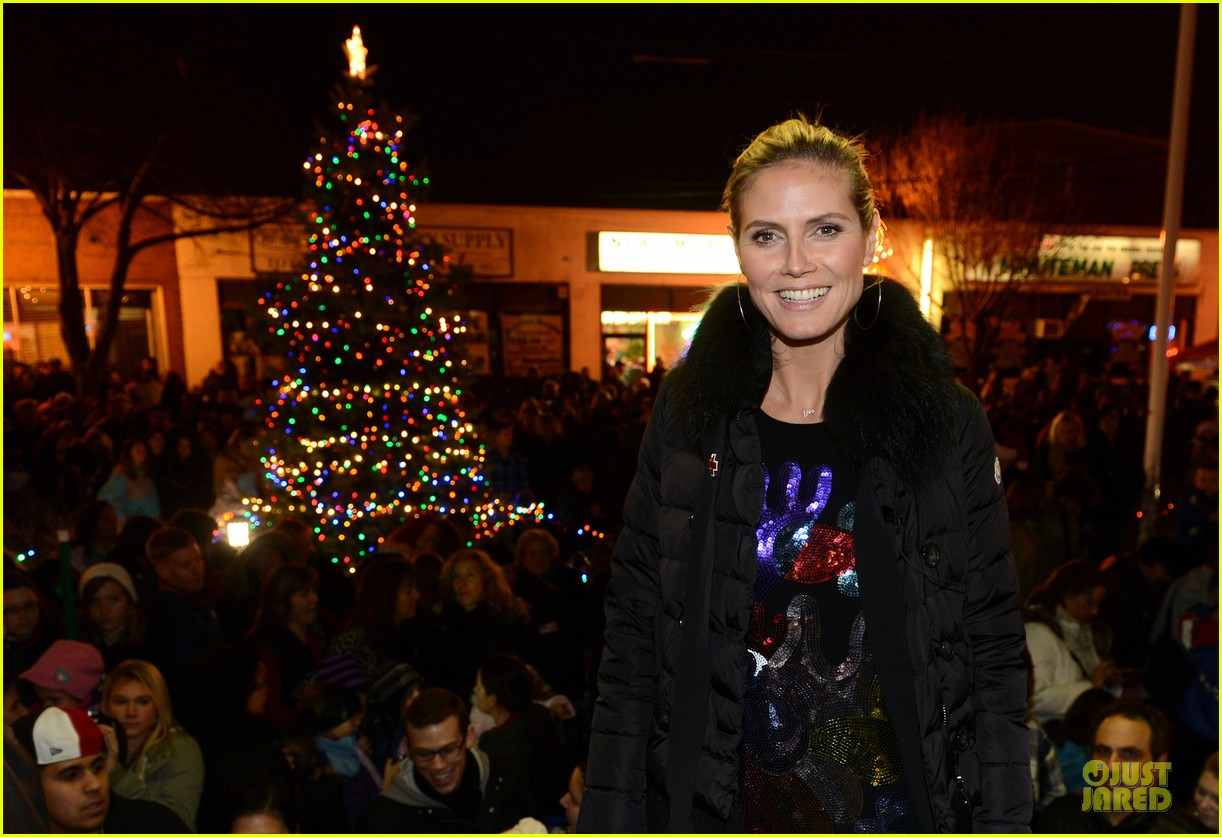 heidi klum christmas tree lighting ceremony in new york 252768370