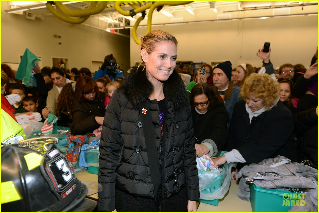 heidi klum christmas tree lighting ceremony in new york 282768373
