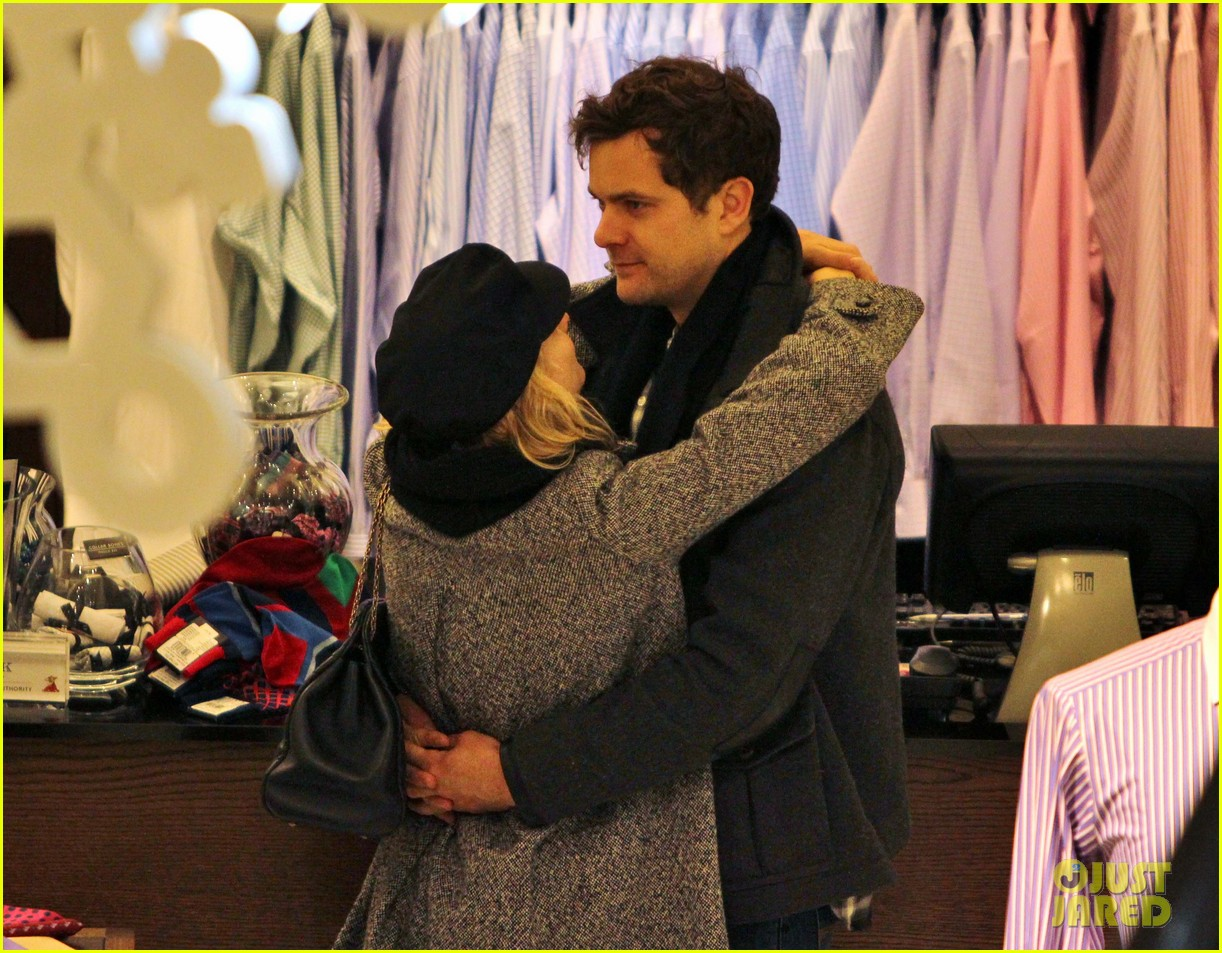 diane kruger joshua jackson holiday shopping kisses 092772189