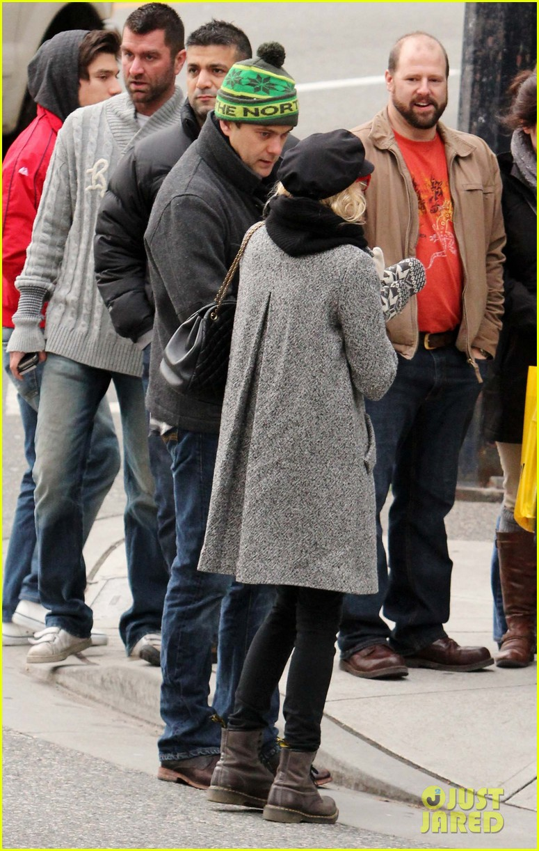 diane kruger joshua jackson holiday shopping kisses 172772197