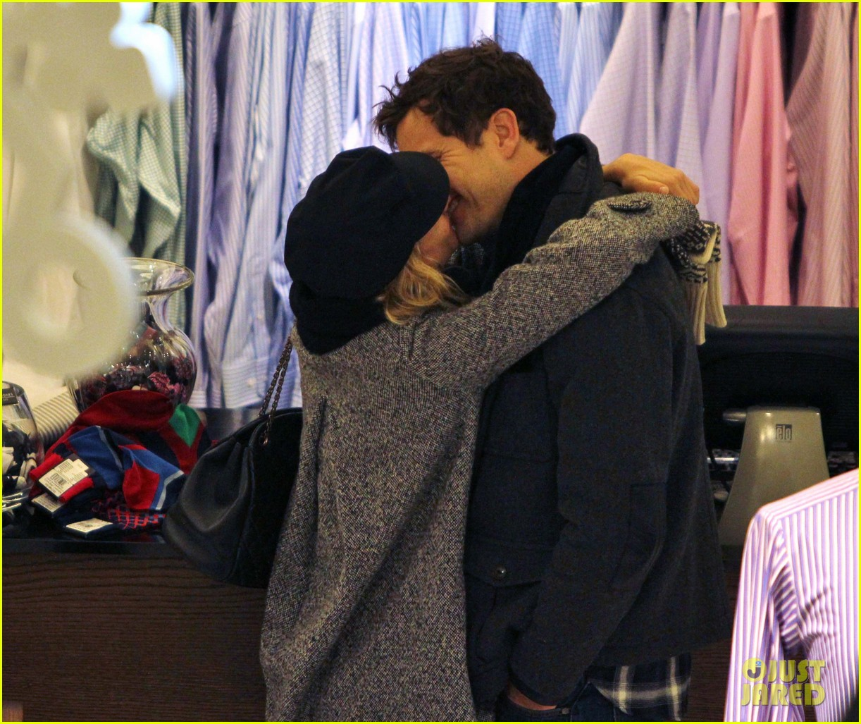 diane kruger joshua jackson holiday shopping kisses 262772206