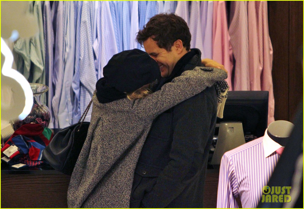 diane kruger joshua jackson holiday shopping kisses 272772207