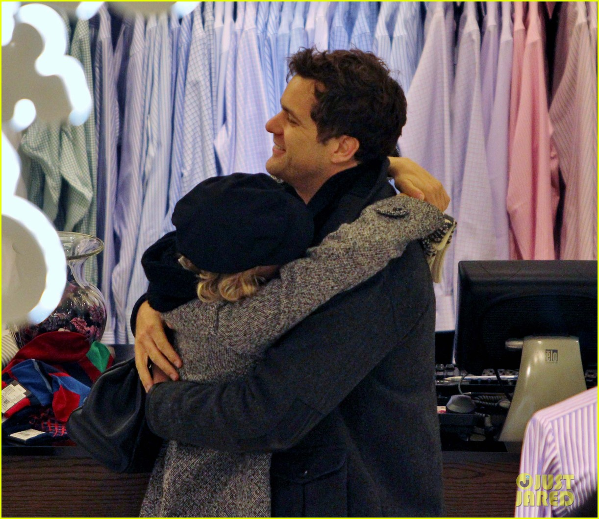 diane kruger joshua jackson holiday shopping kisses 282772208