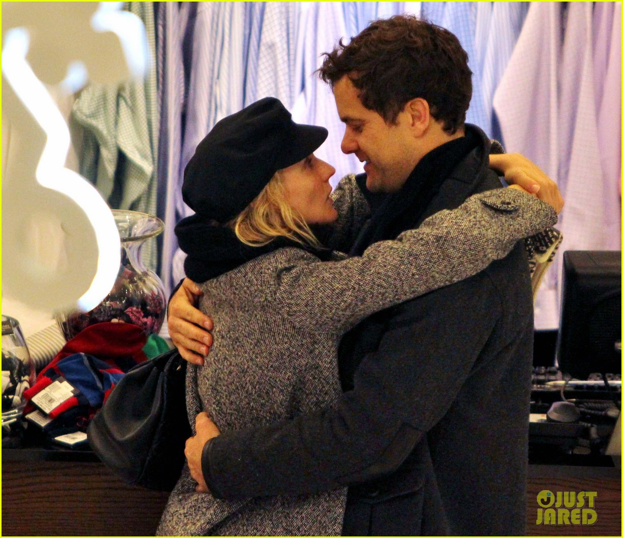 diane kruger joshua jackson holiday shopping kisses 302772210