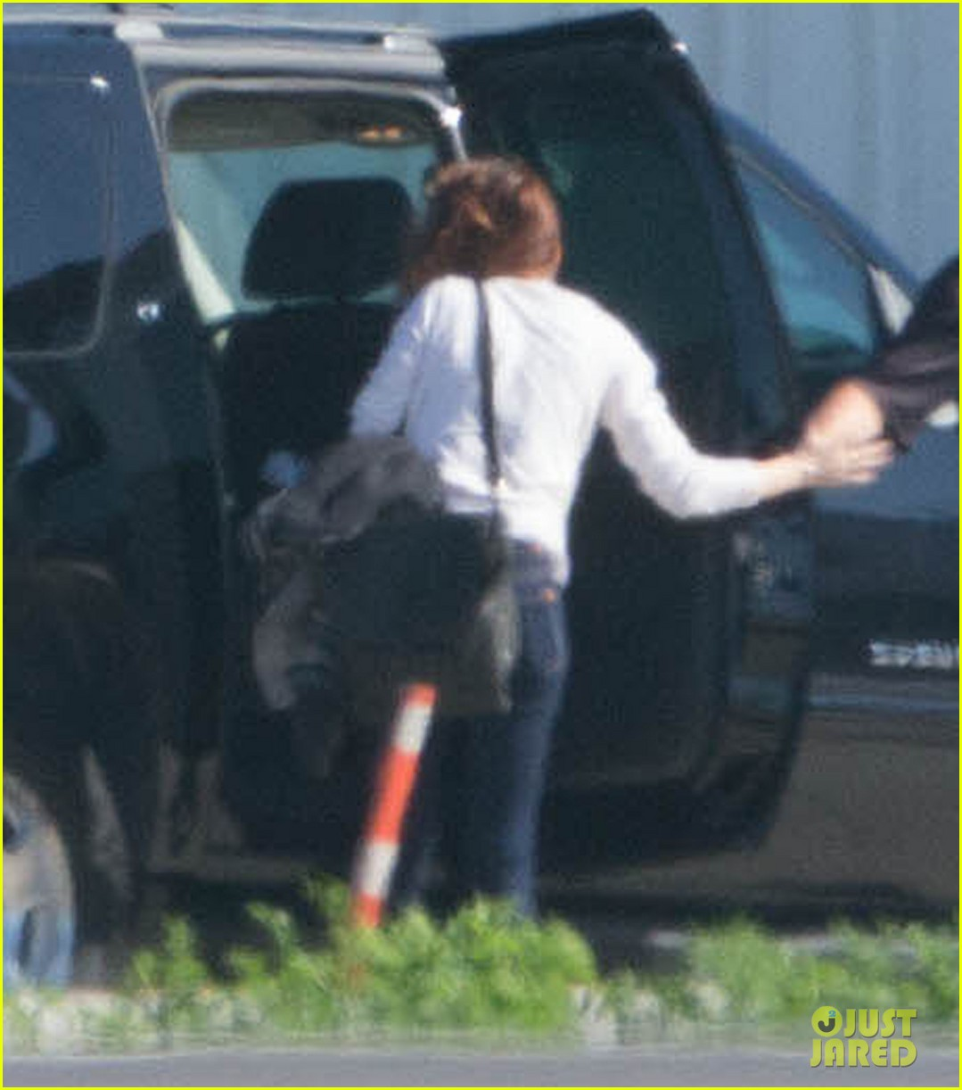 kristen stewart private jet takeoff in los angeles 022774187