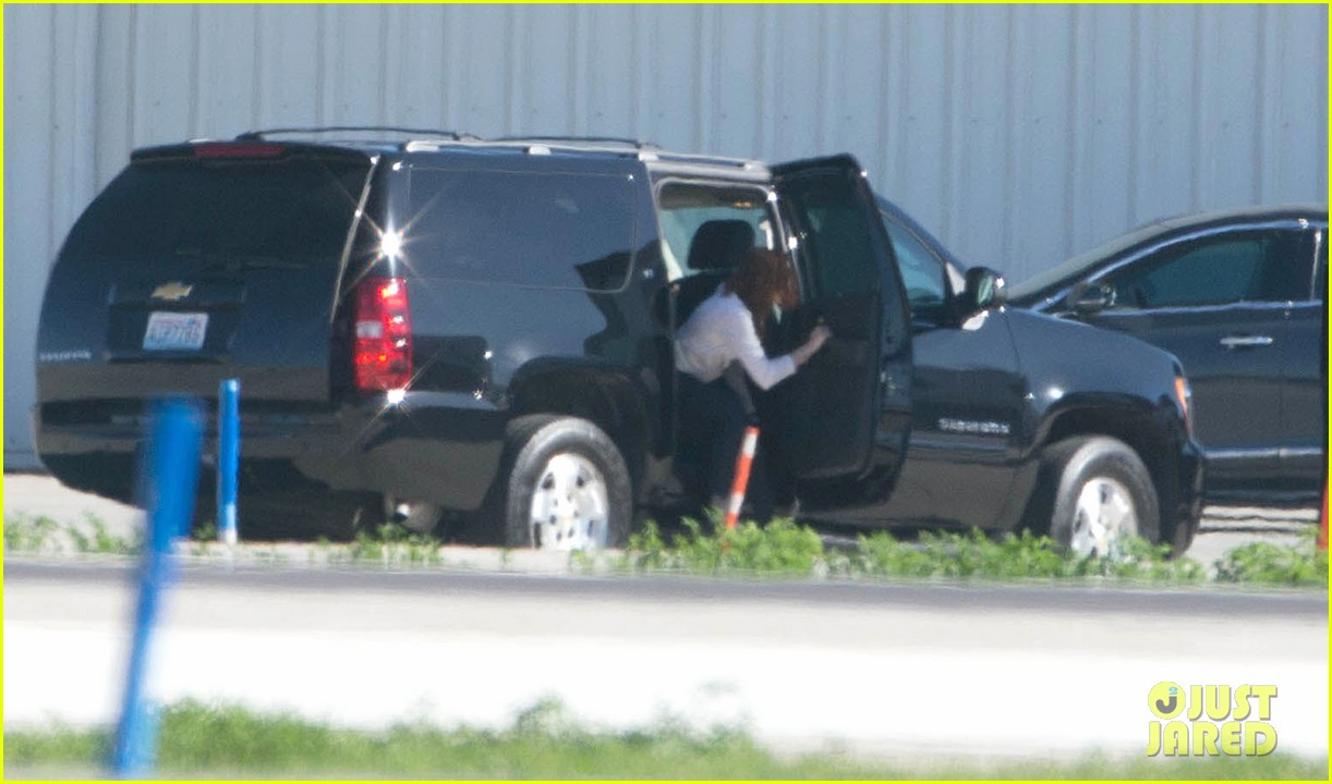 kristen stewart private jet takeoff in los angeles 082774193