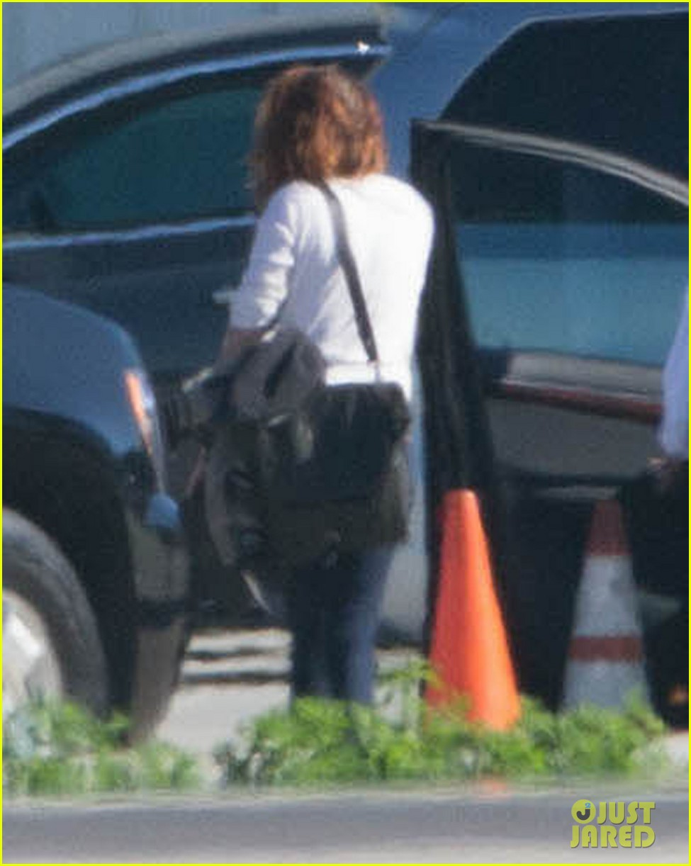 kristen stewart private jet takeoff in los angeles 16