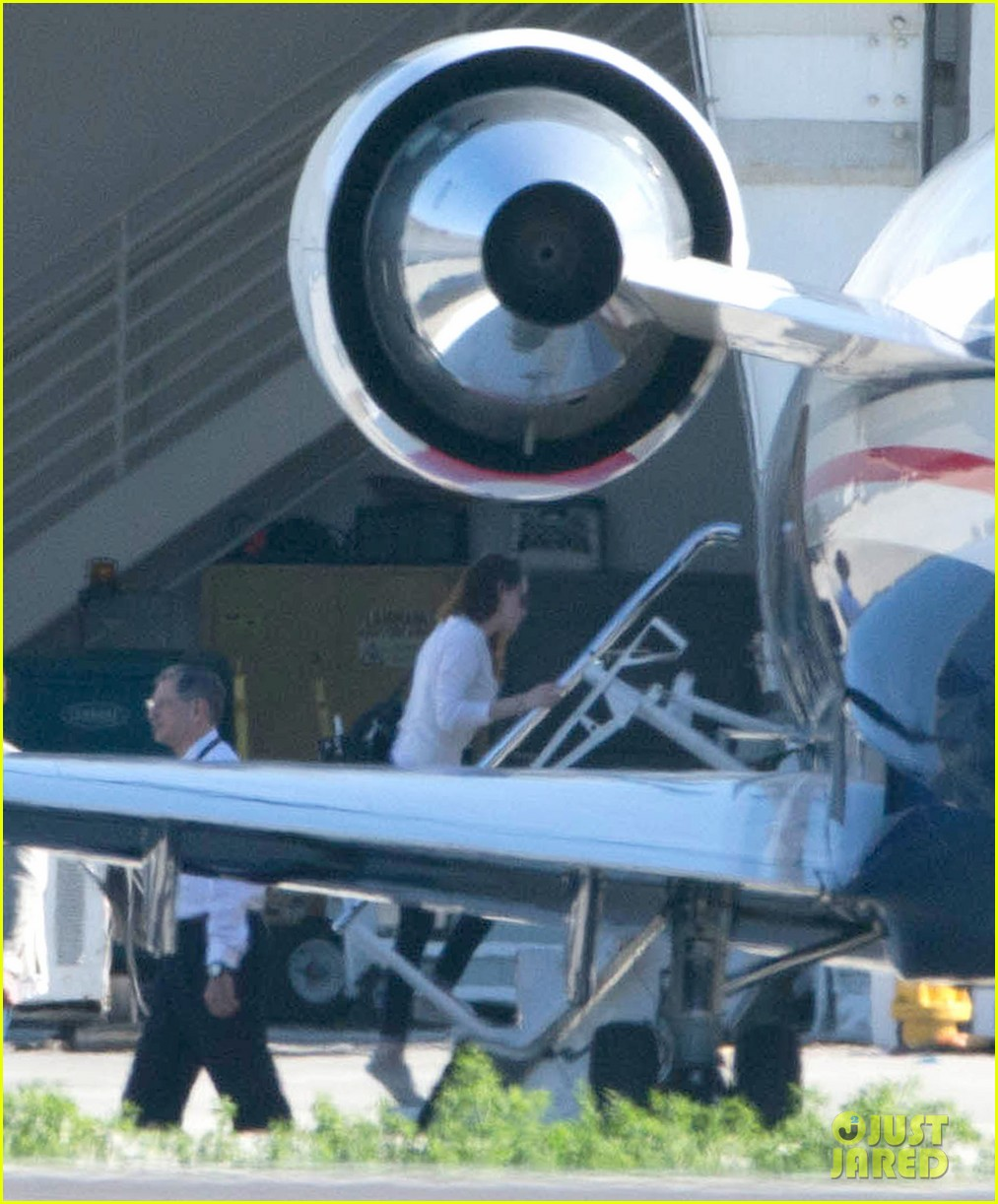 kristen stewart private jet takeoff in los angeles 182774203