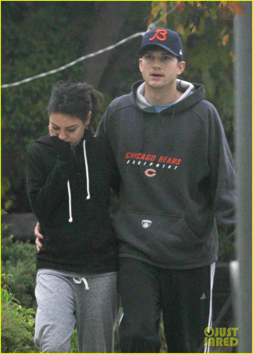 mila kunis ashton kutcher dog walk 10