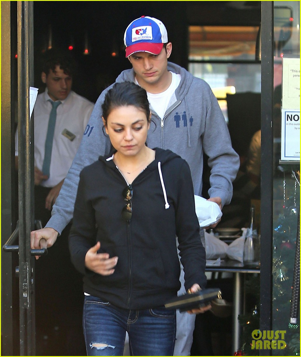 ashton kutcher mila kunis bossa nova lunch lovers 10